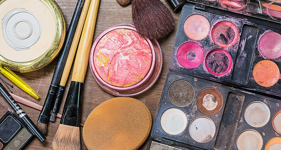 Complications Caused By Dirty Makeup Brushes