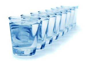 """The """"8 Glasses Of Water A Day"""" Advice Is Not Healthy And Causes Overhydration"""