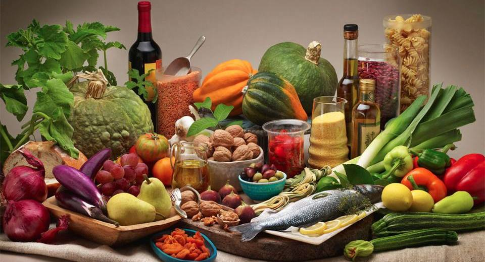 Mediterranean Diet Reduces The Health Damage Of Air Pollution
