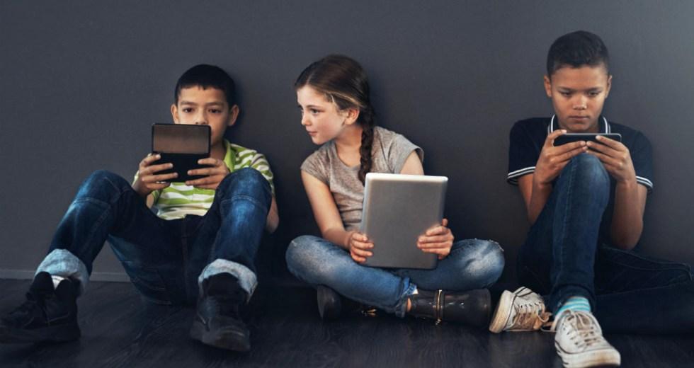Reducing Screen Time Helps Teenagers Sleep Better
