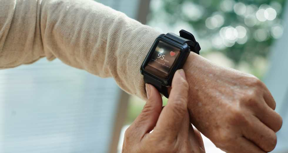 Weighing the Pros and Cons of Emergency Alert Systems for Seniors