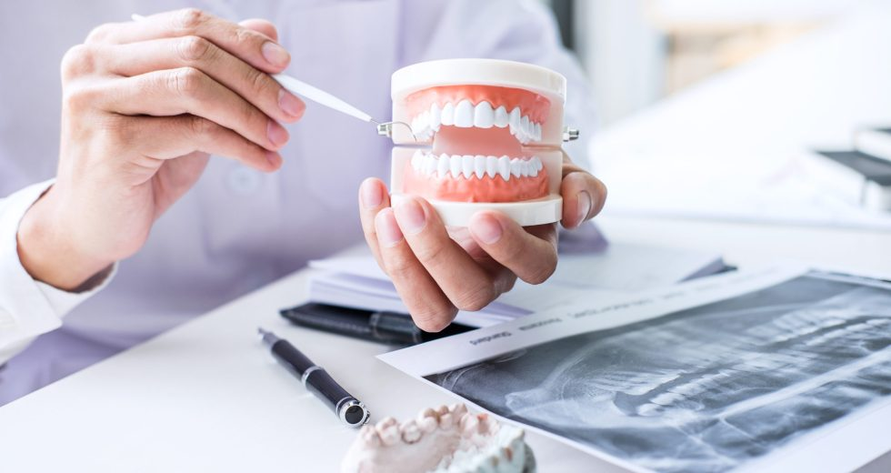 3 Tips For Finding A Dentist To Help With Your Dentures
