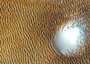 NASA Publishes Amazing Image Of Mars – The Red Planet Has Blue Dunes!