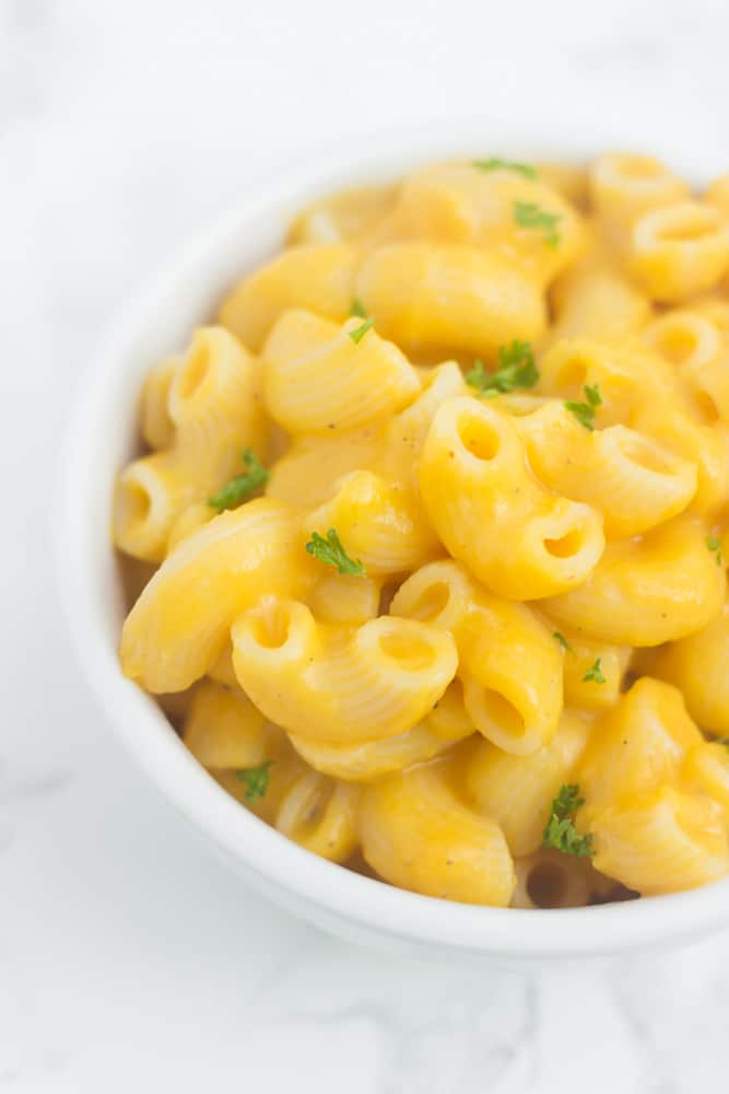 The CREAMIEST butternut squash mac & cheese with a healthy twist! // healthy-liv.com