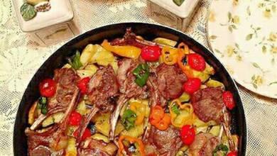 Photo of استمتع بمذاق صينية ريش اللحم بالبطاطس في الفرن الخفيفة في رمضان