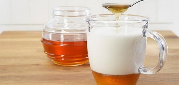 فوائد اللبن مع العسل