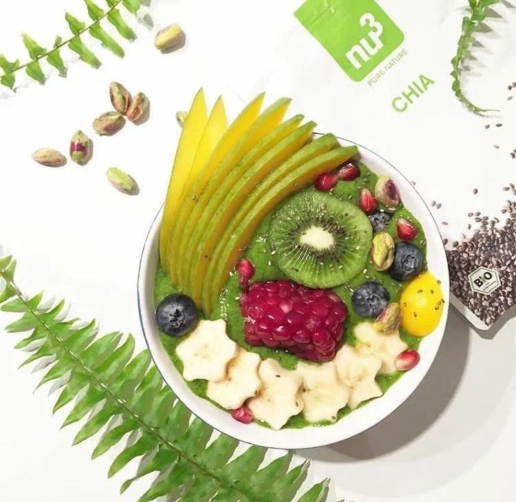 Green smoothie – bowl : banane, épinards et kiwis