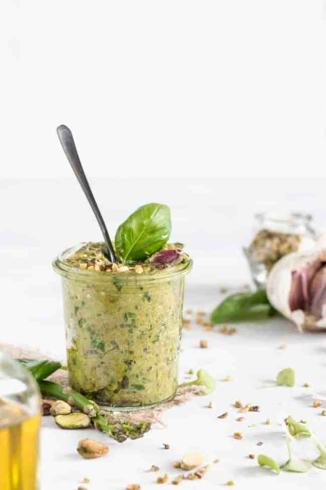 7 ingredient asparagus pesto pasta