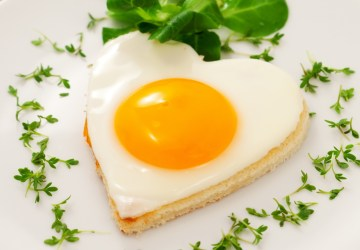 Heart Shaped Egg, A healthy breakfast reduces heart attack risk