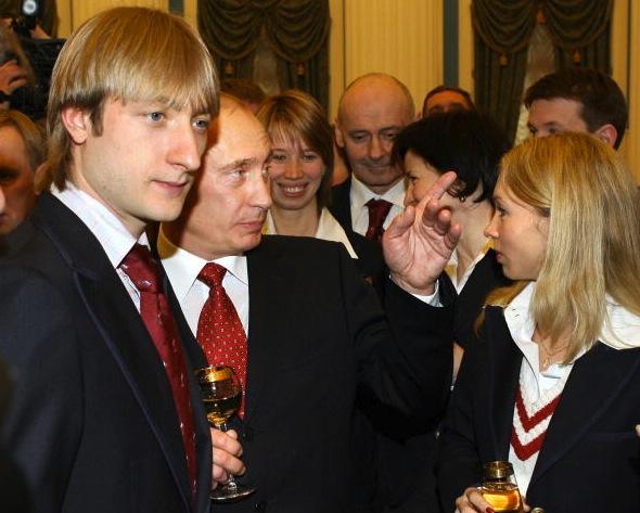 Evgeni Plushenko drinks champaign with President Vladimir Putin