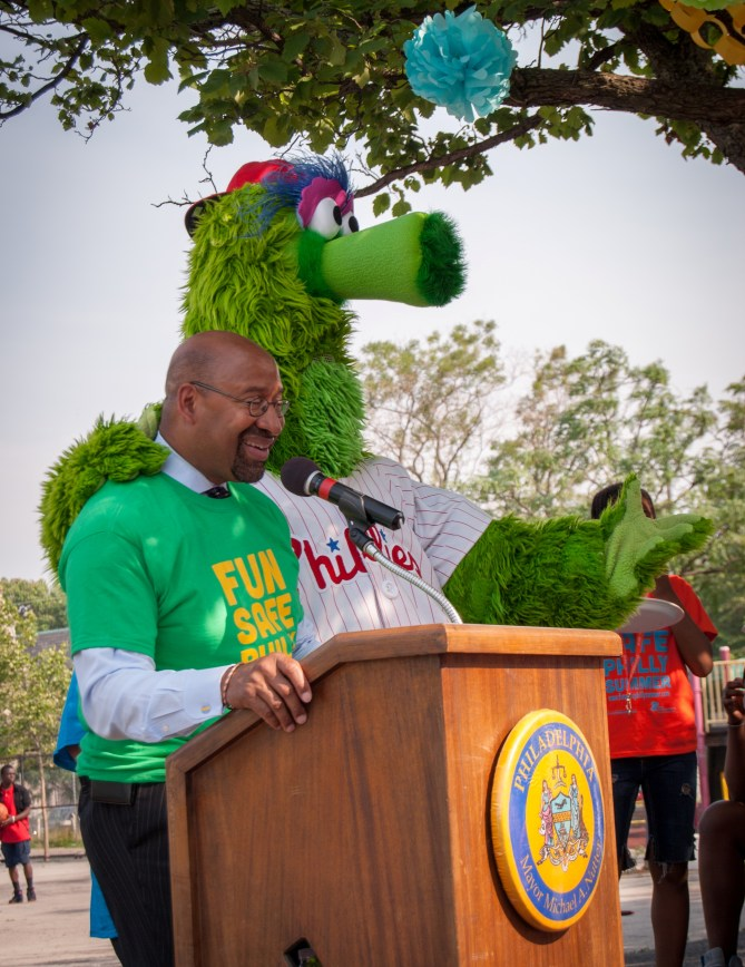 Mayor Nutter with the Phillie Phanatic!