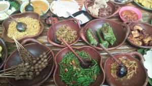 Menu tradisional kuliner Taman Bambu Joglo Parisewu