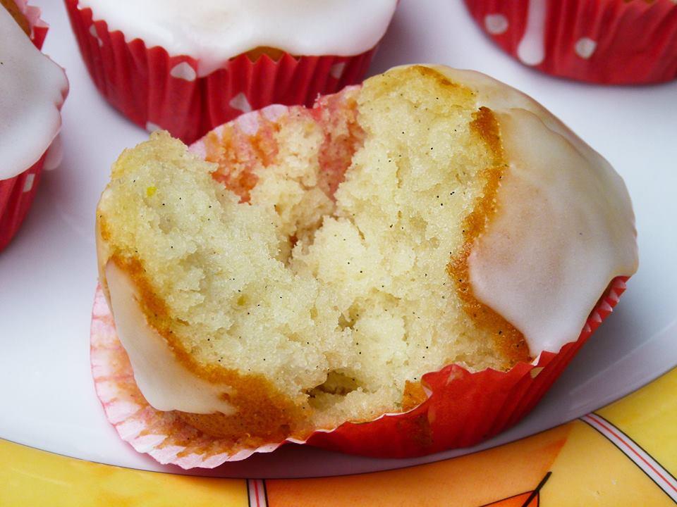 Zitronen Muffins Mit Puderzuckerguss Fluffig Leicht