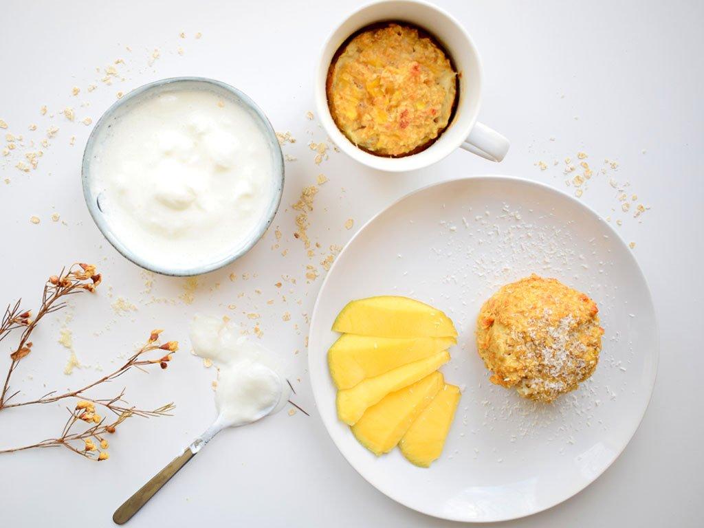 Mugcake met mango en kokos   Ontbijt met een mugcake