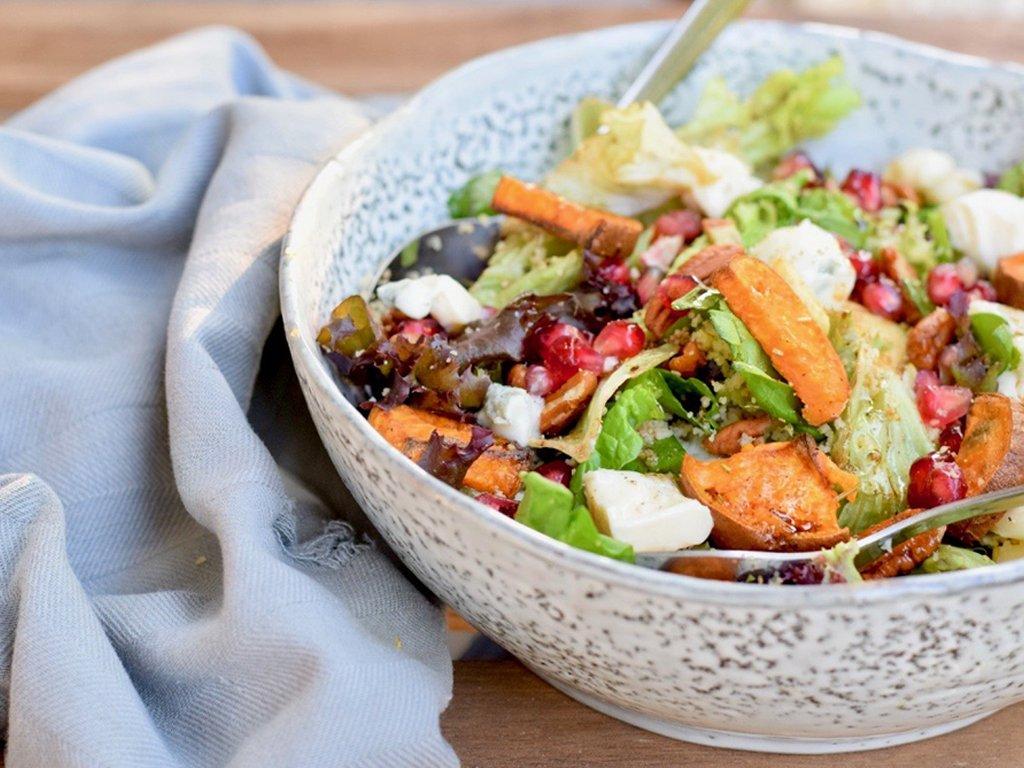 Gorgonzola salade met granaatappel pitjes en appel | Lekkere salade