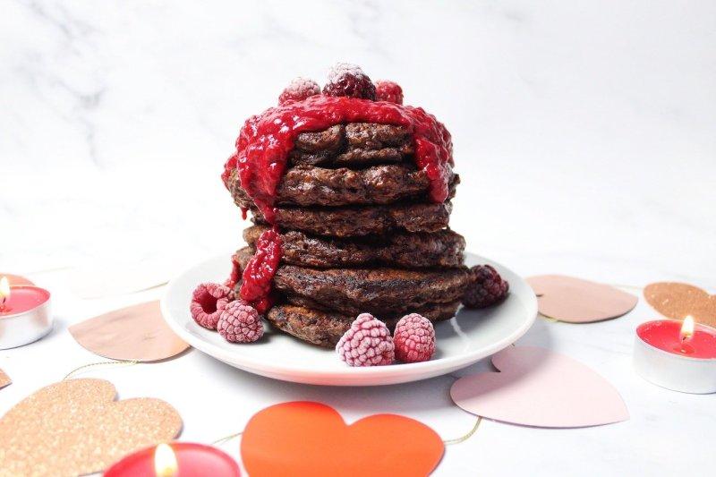 Valentijnsdag pannenkoeken met chocolade