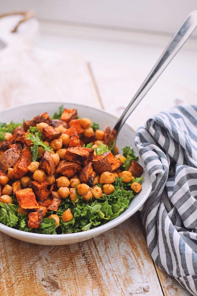 Zoete aardappel salade met boerenkool   Vegetarisch recept