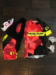 My new favorite cycling kit, Pearl Izumi Pursuit Elite Jersey and bibs.