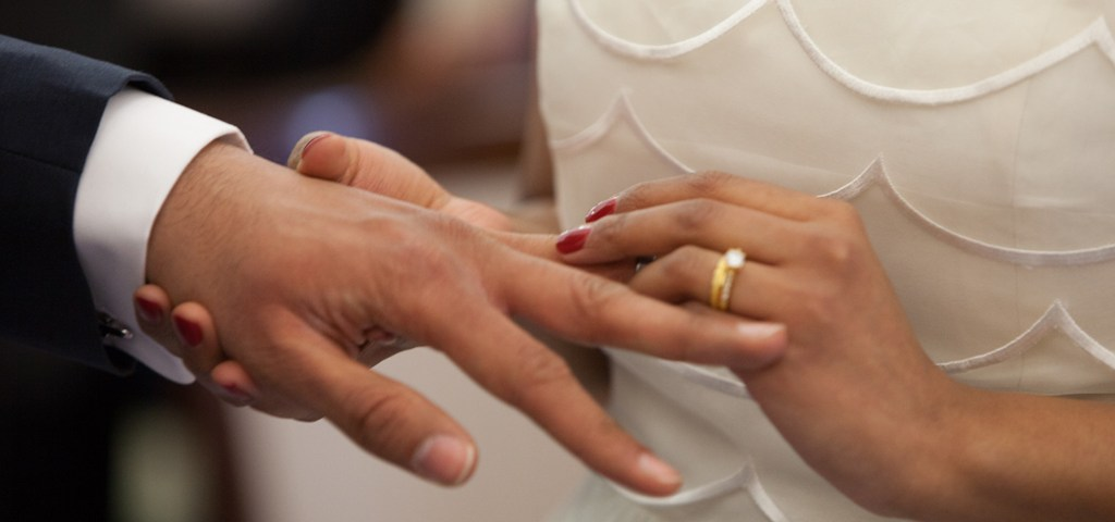 5 ways to accommodate deaf or hard-of-hearing guests at your wedding