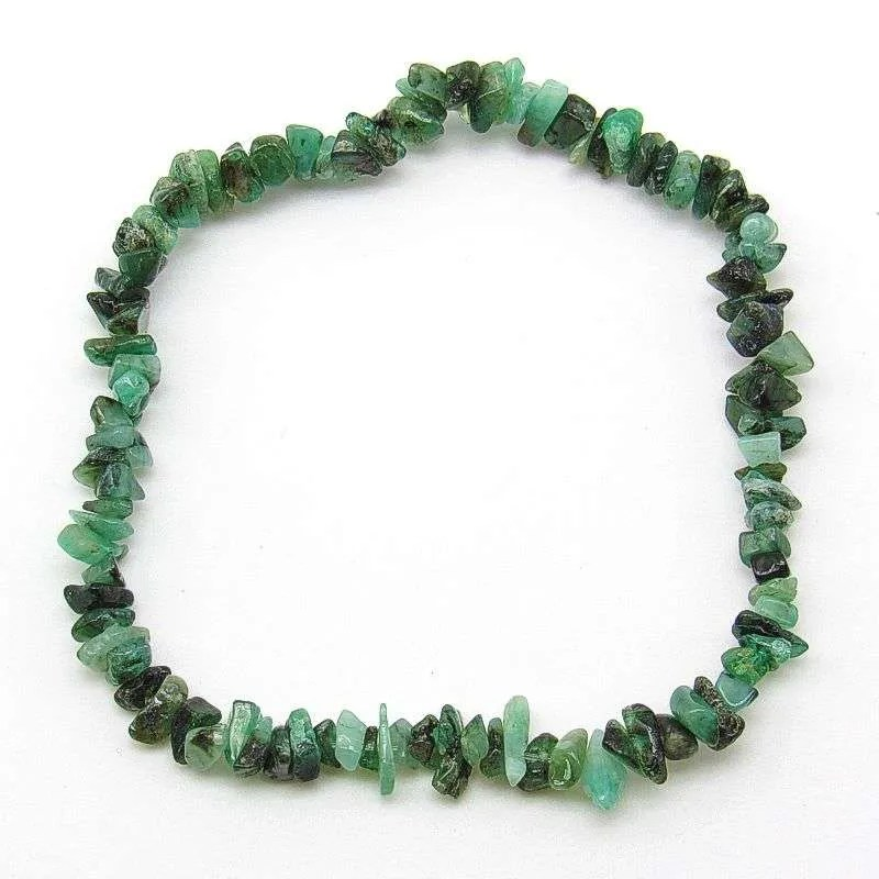 Emerald small chip bead bracelet.