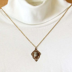 Crazy lace agate cabochon pendant antique gold