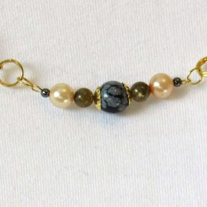 Snowflake obsidian and Labradorite pearls necklace detail