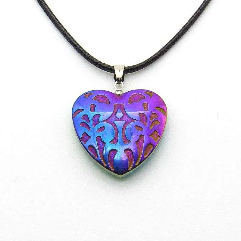Hemalyke patterned rainbow heart pendant