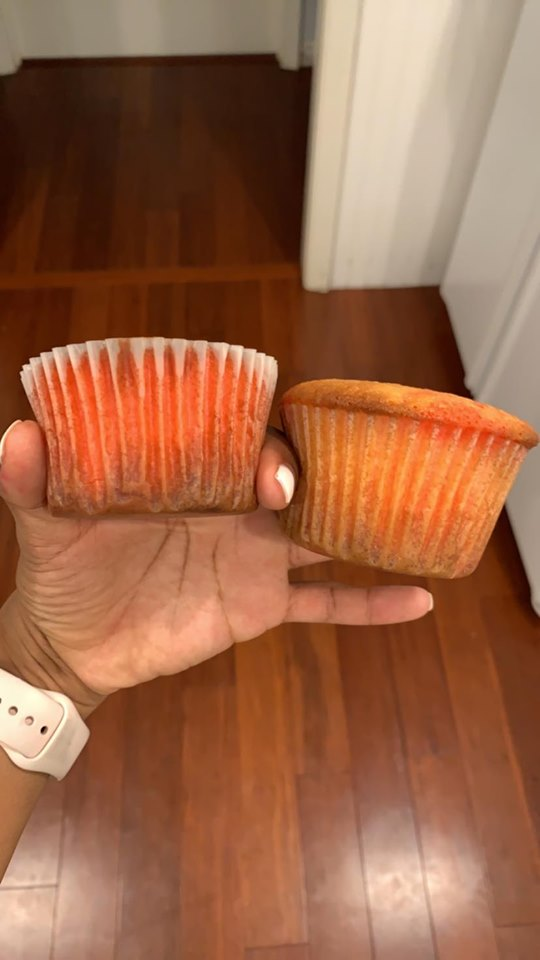 1 - Tips to Avoid White Cupcakes Browning in Liner
