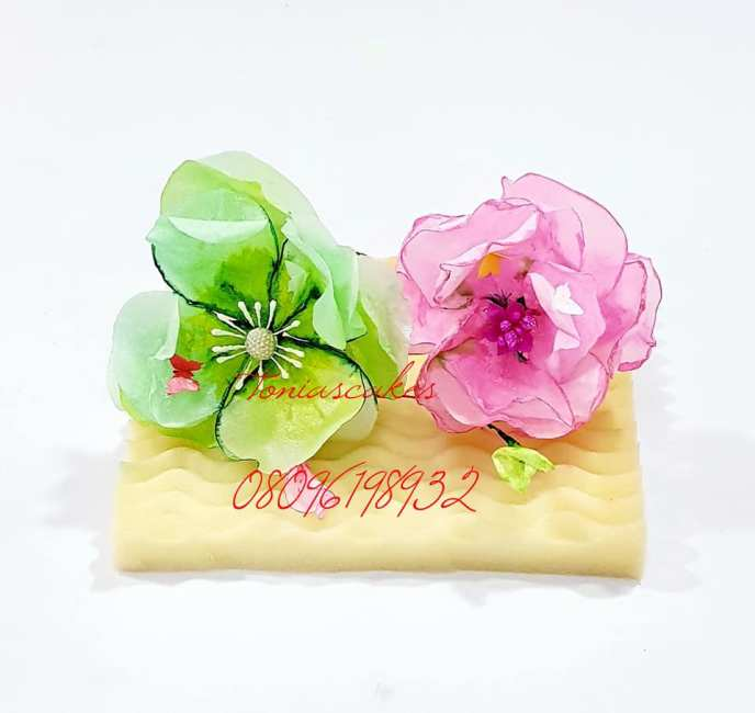 toniascakes - Edible Wafer Paper Flowers