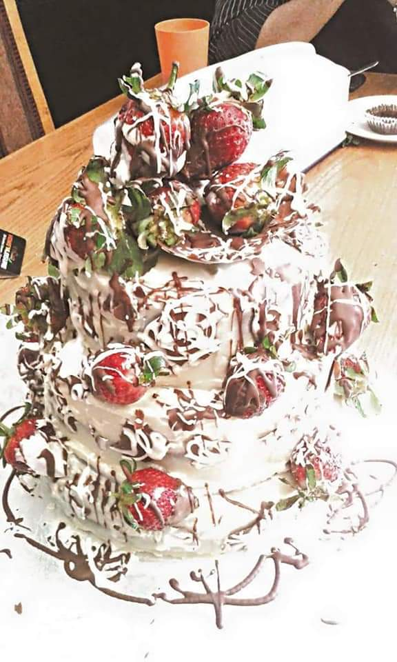 chocolate strawberry cake - Serene's Delights