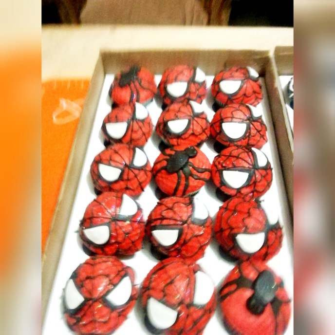 spider man cupcakes - Serene's Delights