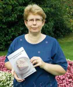 Athour interview with Margaret Kazmierczak writer of How to Make Victoria Sponge