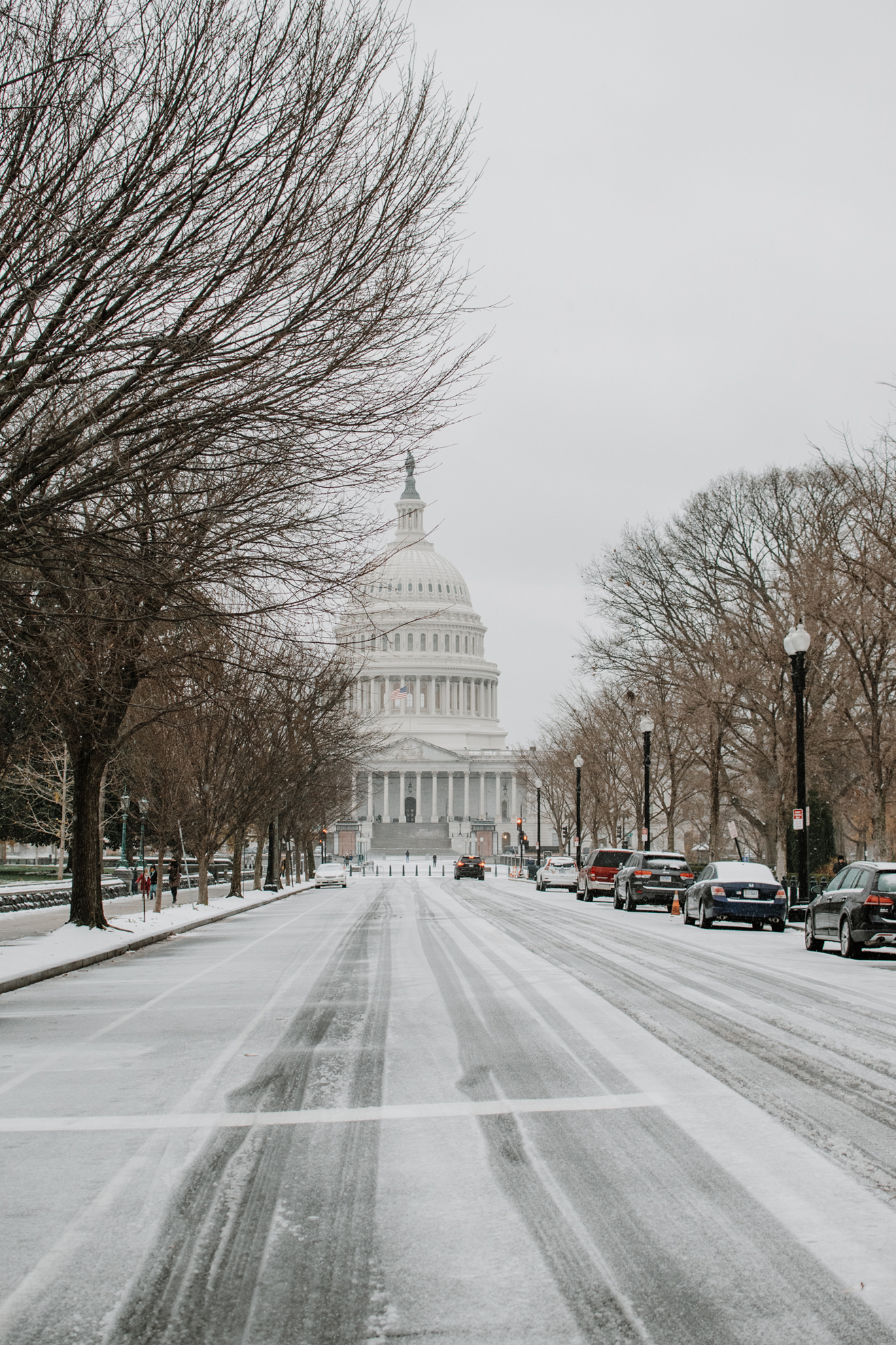 snow day in washington dc - us capitol in the snow - capitol hill in the snow
