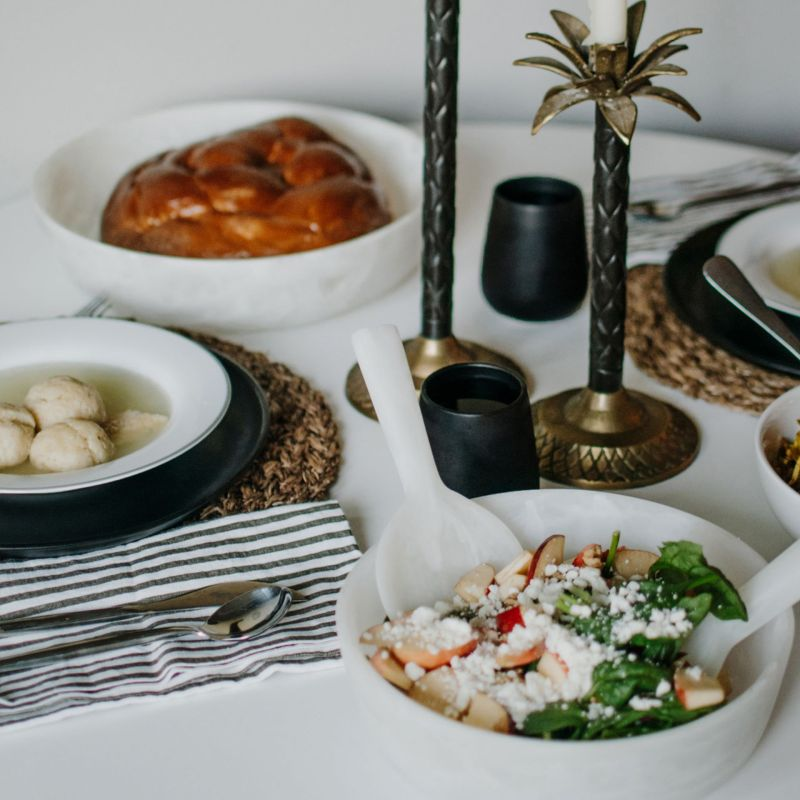 A Neutral Resin Tablescape for Rosh Hashanah