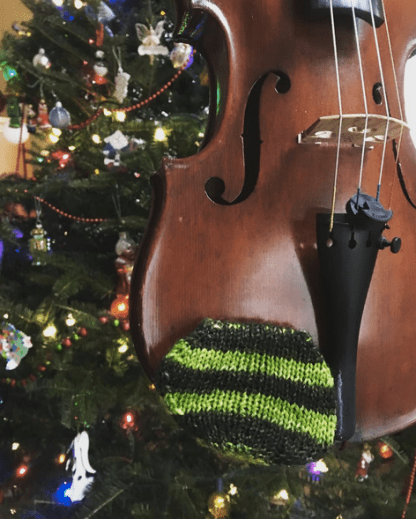 free knitting pattern for a violin chin rest cozy