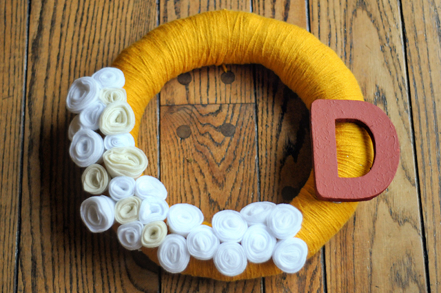 How to DIY: Personalized Yarn Wreath from HeathersDish.com