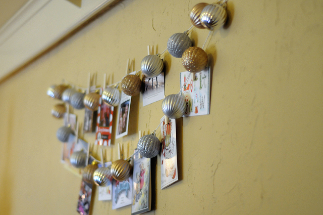 How to DIY: Easy & Expensive Christmas Card Holder from @HeathersDish