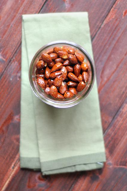 Sriracha and Brown Sugar Almonds || Heather's Dish