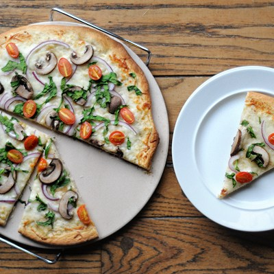 Vegetable Pizza with Roasted Garlic Sauce + More Fab Food!