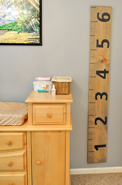 DIY Rustic Growth Chart || Heather's Dish #diy #growthchart #crafts
