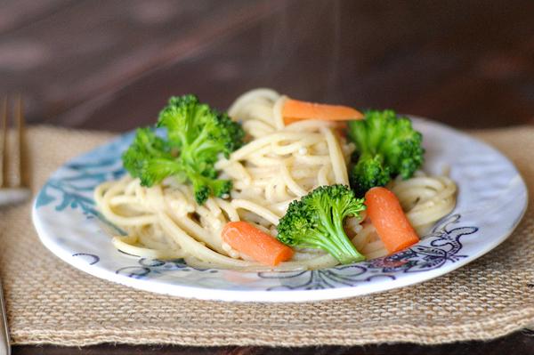 pasta-with-veggies-and-hummus