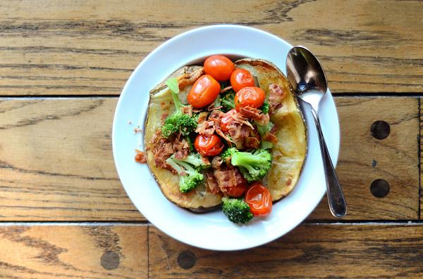broccoli-tomato-bacon-baked-potato