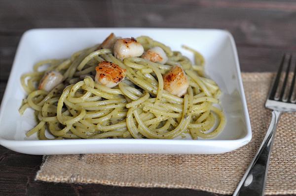 seared-scallops-over-pasta-with-avocado-pesto