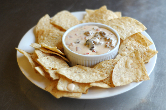 Football Favorite: Queso with a Twist || HeathersDish.com #footballfood #tailgating #queso #superbowl