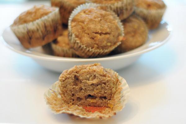 spiced-applesauce-muffins