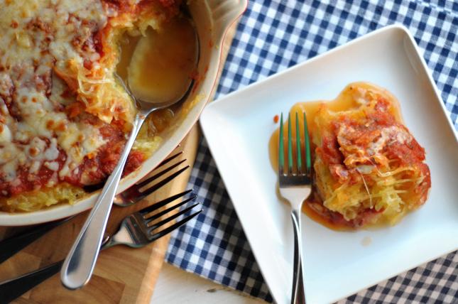 Healthy Spaghetti Squash Parmesan || HeathersDish.com #glutenfree #lowcarb #healthy #spaghettisquash