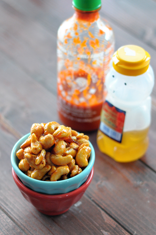 Honey Sriracha Cashews || HeathersDish.com