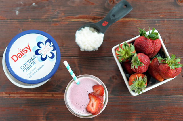 Strawberry Cheesecake Protein Smoothie || HeathersDish.com #blended