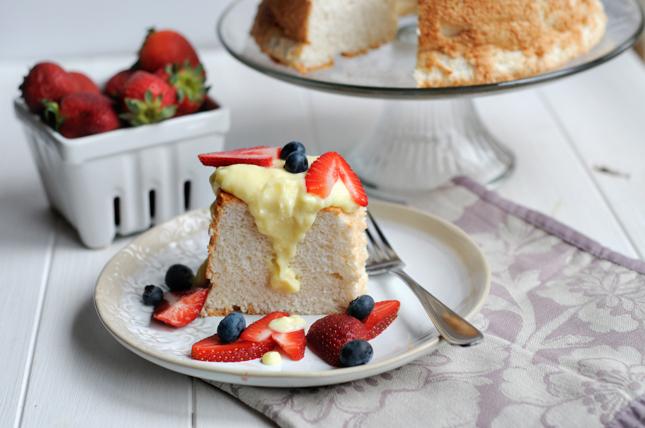Very Vanilla Angel Food Cake + Vanilla Crème Anglaise || HeathersDish.com @greatdayfarms #AWBU14