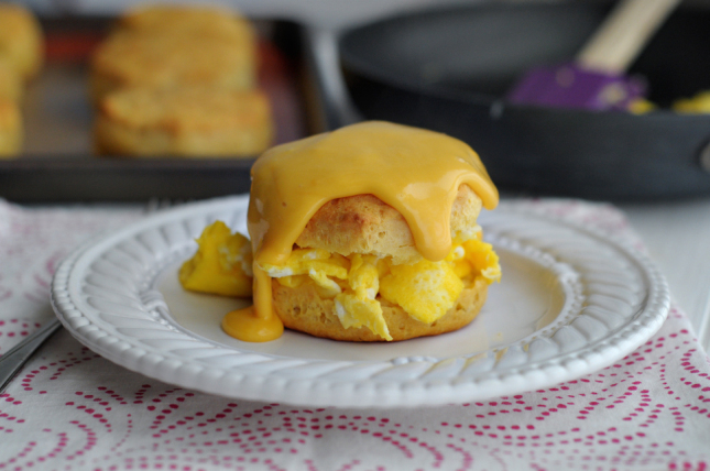 Egg Biscuits with Cheesy Gravy || www.HeathersDish.com #boxtrolls #ad